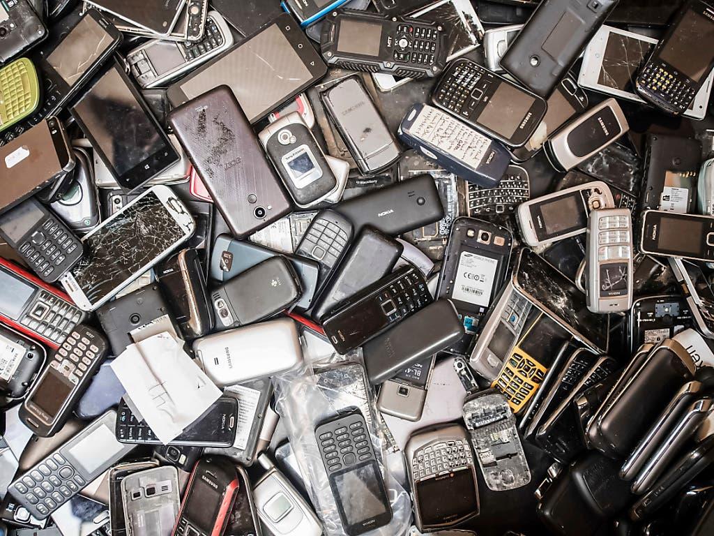 Mehr reparieren, weniger wegwerfen: mit verschiedenen politischen Vorstössen unter Federführung des Konsumentenschutzes soll die Schweiz eine höhere Qualität von Geräten anstreben.