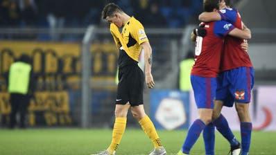 Fassungslosigkeit bei YB, Freude bei Basel nach dem 3:0 im Joggeli. (Freshfocus)