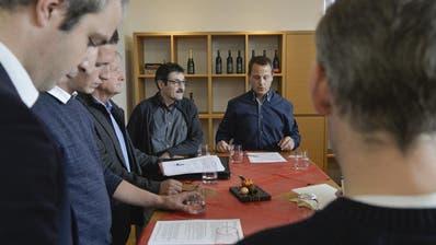 Philipp Portmann (CVP), Stefan Wolfer (SVP), Michael Wiesli (CVP), Markus Rizzolli (SVP), Tobias Greminger (FDP) und Markus Schönholzer (FDP) bilden das Co-Präsidium des Komitees. ((Bild: Donato Caspari))
