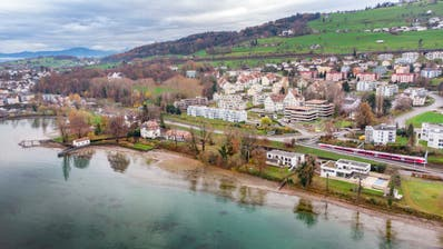 Dem Seeuferweg haben die Rorschacherberger Stimmbürger Anfang Jahr zugestimmt. Die Planung kommt seither nicht wie gewünscht voran. (Bild: Urs Bucher)