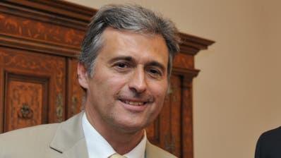 Roland Infanger (links) nach der Vereidigung zum Kantonsgerichtspräsidenten vor sechs Jahren. Rechts sein Vorgänger Guido Cotter. (Robert Hess, Sarnen,7. Juni 2013)