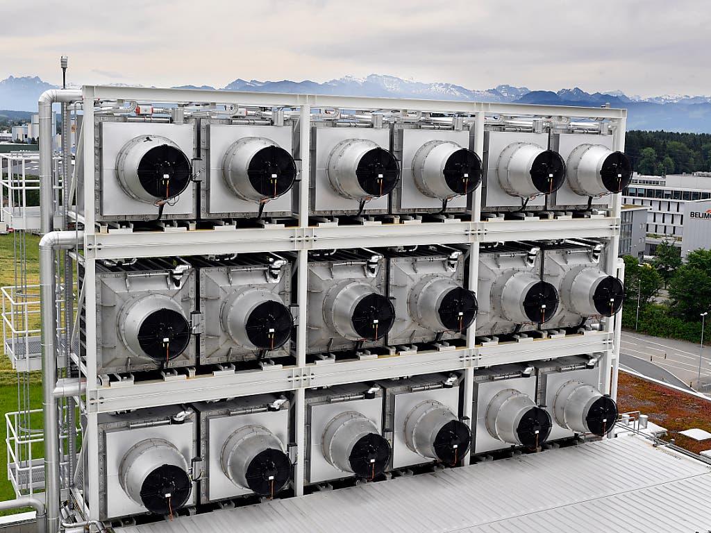 CO2-Filter-Anlage auf einer Kehrrichtverbrennungsanlage im Zürcher Oberland: im neusten weltweiten Klimarating ist die Schweiz von Platz 9 auf Platz 16 zurückgefallen.