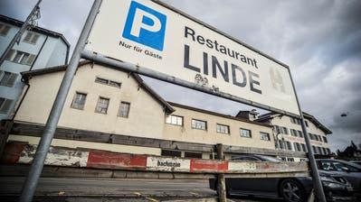 Der Lindensaal an der Aadorfer Bahnhofstrasse diente in den vergangenen Jahren nur noch als Materiallager. ((Bild: Olaf Kühne))
