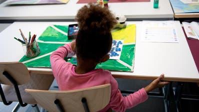 Kanton Schwyz stellt Konzept vor: Hochschule Luzern schafftLernwelten für geflüchtete Kinder
