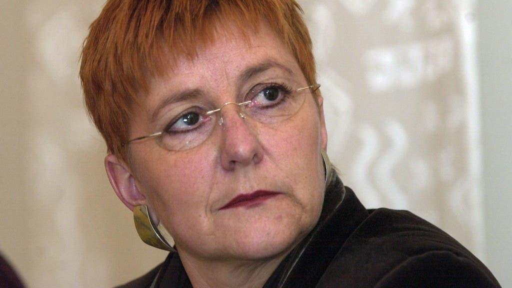 6. Dezember 2000: Die Grünen nominierten Cécile Bühlmann für die Nachfolge von Adolf Ogi. Sie erhielt im 1. Wahlgang 53 Stimmen und schied im 4. Wahlgang aus.