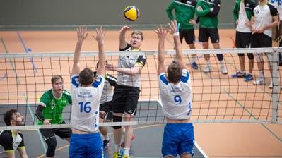 Spielertrainer Adrian Schläpfer (Mitte) hat das Team um Christoph Renn (links) in die NLB geführt. Bild: Urs Bucher (Urs Bucher)