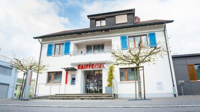 Das ehemalige Raiffeisen-Gebäude in Lengwil wird zum Schülerhort mit Kita. ((Bild: Andrea Stalder/20.4.2017))