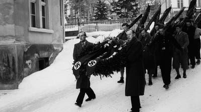Aufmarsch der Schweizer Nazis in Davos bei der Beerdigung des ermordeten Wilhelm Gustloff. ((1. 1. 1936) Keystone/Jansen)