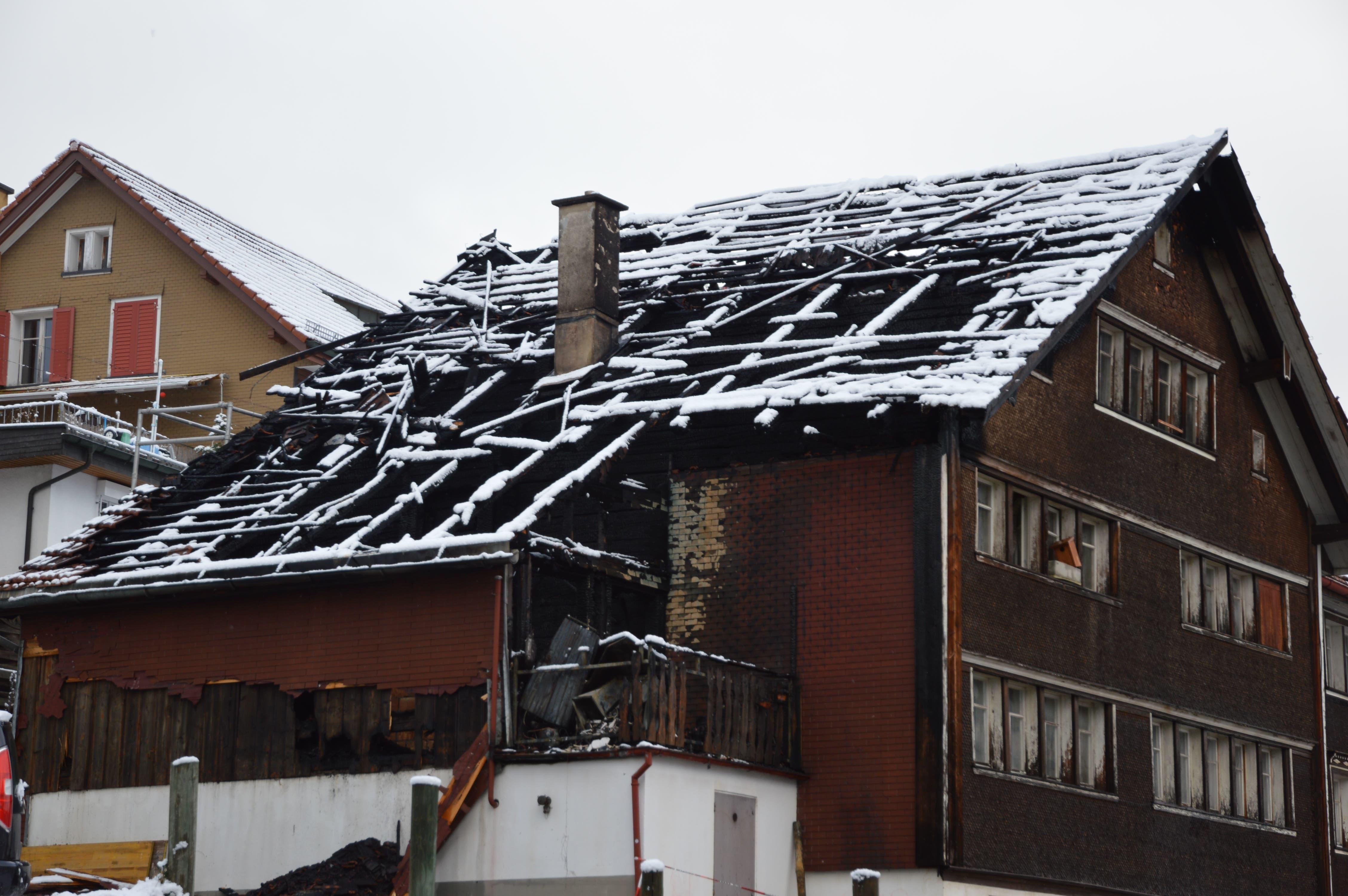 So sieht das Haus am Tag nach dem Brand aus.