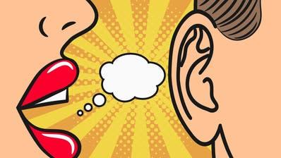 Sprachassistent Siri hört bei Gesprächen mit– und beantwortet Fragen. (Bild: Keystone)