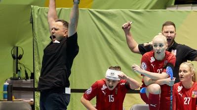 Sascha Rhyner (ganz links) bejubelt ein Tor der tschechischen Nationalmannschaft. (Bild: Michael Peter / IFF)