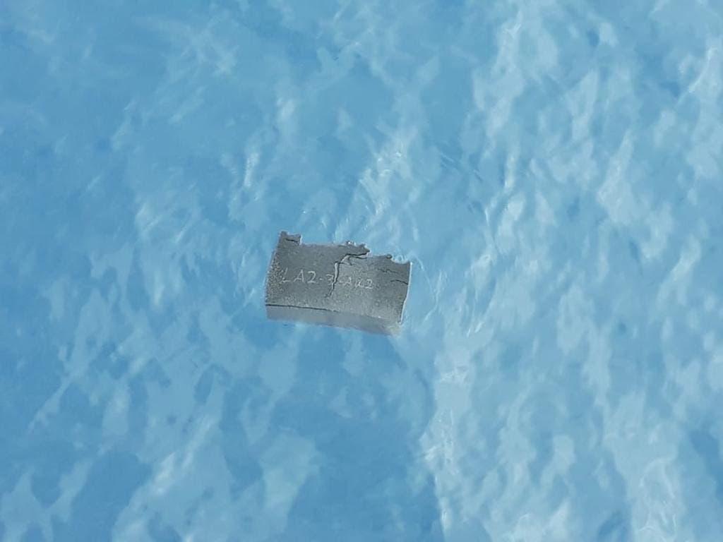 Die chilenische Luftwaffe hat mutmassliche Trümmer ihres vermissten Transportflugzeugs des Typs Hercules C-130 im Meer vor der Antarktis entdeckt.