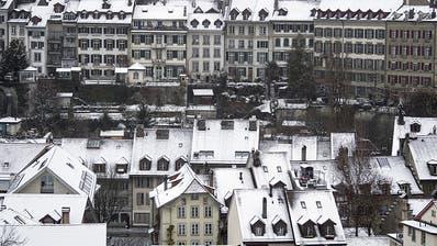 Schnee und Sturmwinde setzten Verkehr auf Strasse und Schiene zu