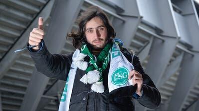 Einmal Fan – immer Fan: Michael Stengele vor seinem Lieblingsstadion dem Kybunpark. (Hanspeter Schiess)