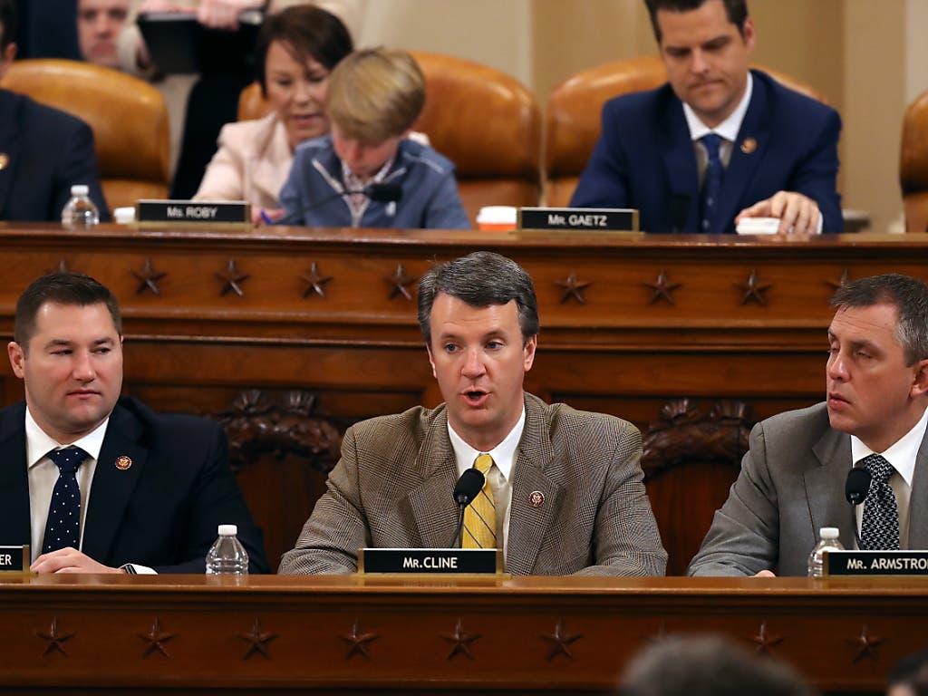 Der Justizausschuss im US-Repräsentantenhaus hat sich für die Einleitung eines offiziellen Amtsenthebungsverfahrens gegen Präsident Donald Trump ausgesprochen.