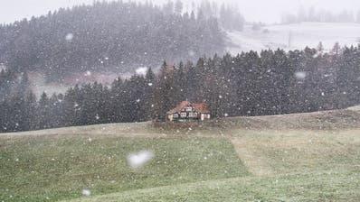 Mancherorts hat es über die Nacht geschneit. (Symbolbild) (Benjamin Manser)