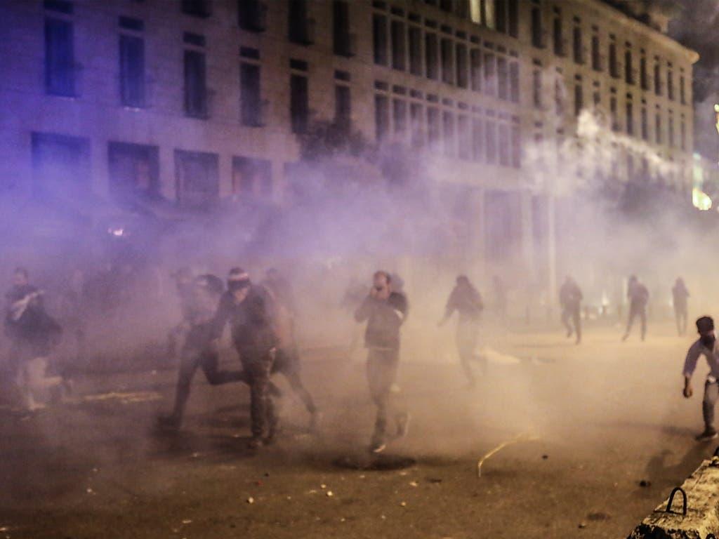 Die Sicherheitskräfte haben am Samstagabend bei Unruhen im Libanon unter anderem Tränengas eingesetzt.