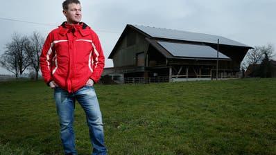 Landwirt Franz Blaser (hier auf dem Rütihof) ist aus der SVP Risch ausgetreten. (Bild: Stefan Kaiser (Holzhäusern, 5. Februar 2014))