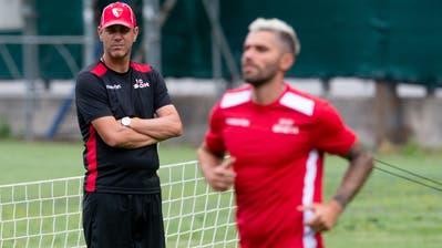 Schon wieder weg: Trainer Stéphane Henchoz und Valon Behrami (rechts). (Freshfocus)