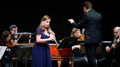 Oboistin Céline Moinet überzeugte mit ihrem Solopart in den Bach-Werken. (Bild: Stefan Kaiser (Cham, 15. Dezember 2019))