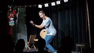 Michael Bumbacher zeigte in der Rathaus-Schüür in Baar seine Comedyshow «Churz und Mündig».
