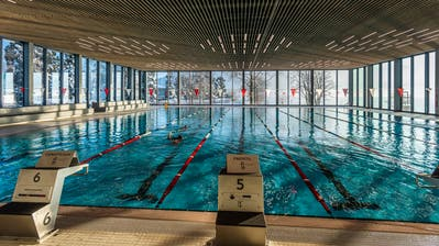 Blick auf die Schwimmbahnen im Ägeribad. (Bild: Andreas Busslinger/PD)