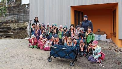 Kinder zügeln in den neuen Kindergarten