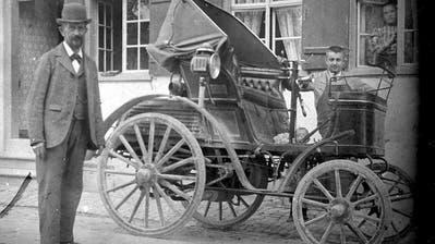 Teppichhändler Schenk kaufte sich als erster Weinfelder um 1901 ein Auto. (Bild: Bürgergemeinde Weinfelden/Fotoarchiv Martin Sax)