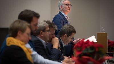 Wittenbachs Gemeindepräsident Oliver Gröble an der Bürgerversammlung. (Benjamin Manser)