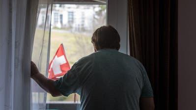 Oft bleibt U.B. nur der verschwommene Blick aus dem Fenster. (Michel Canonica)