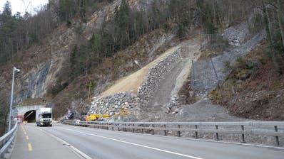 Der Damm soll eventuelle Murgänge in geordnete Bahnen lenken. (Bild: Astra)