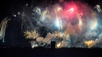 Feuerwerk über dem Bodensee. (Bild: Andrea Stalder)