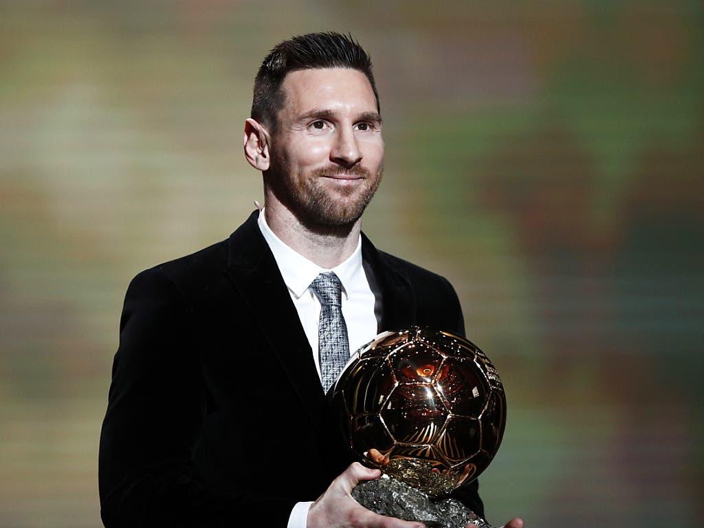 Lionel Messi ist in Paris mit dem Ballon d'Or ausgezeichnet worden. Der Argentinier hatte im September bereits den von der Fifa verliehenen «The-Best»-Award gewonnen. Nun setzte er sich auch bei der von der Fachzeitschrift France Football durchgeführten Wahl zum besten Fussballer des Jahres durch