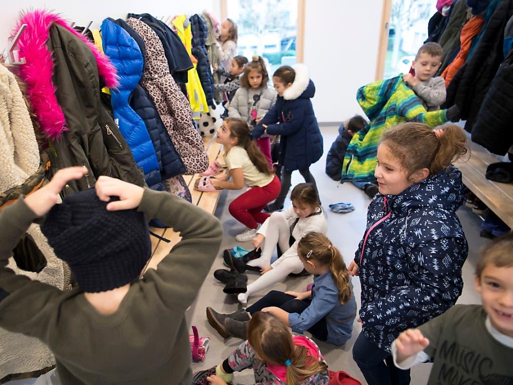 In jeder Schulklasse in der Schweiz sitzt im Durchschnitt ein Kind, das von Armut betroffen ist.