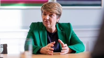 Das «C» im Namen ihrer Partei spielt für sie keine Rolle: CVP-Bundesrätin Viola Amherd  beim Interview im Bundeshaus Ost. (Severin Bigler, SAW)