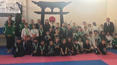 Die Altstätter Karatekas durften mit ihrer Medaillenausbeute zufrieden sein. ((Bild: PD))