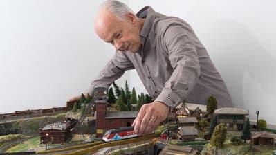Heinz Urech, Inhaber von HAG, bei der Testanlage der Firma. (Bilder: Eveline Beerkircher (Stansstad, 5. Dezember 2019))