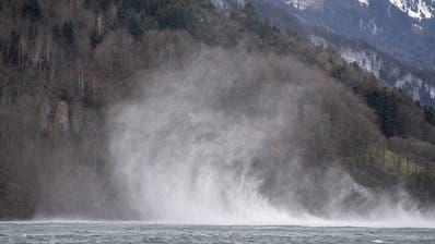 Heftiger Föhnsturm in den Alpen mit Windspitzen von über 190 km/h