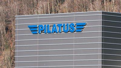 Eine PC-21 der Flugzeugwerke Pilatus in Stans. Dienstleistungen für dieses Trainingsflugzeug erbringt das Unternehmen auch in Saudi-Arabien. (KEYSTONE/MARCEL BIERI)