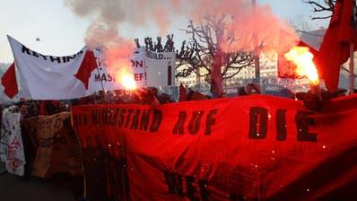 Vor fast zehn Jahren fand die letzte Anti-WEF-Demo in Luzern statt, bewilligt. ((Bild: Roger Zbinden, Luzern 23. Januar 2010))