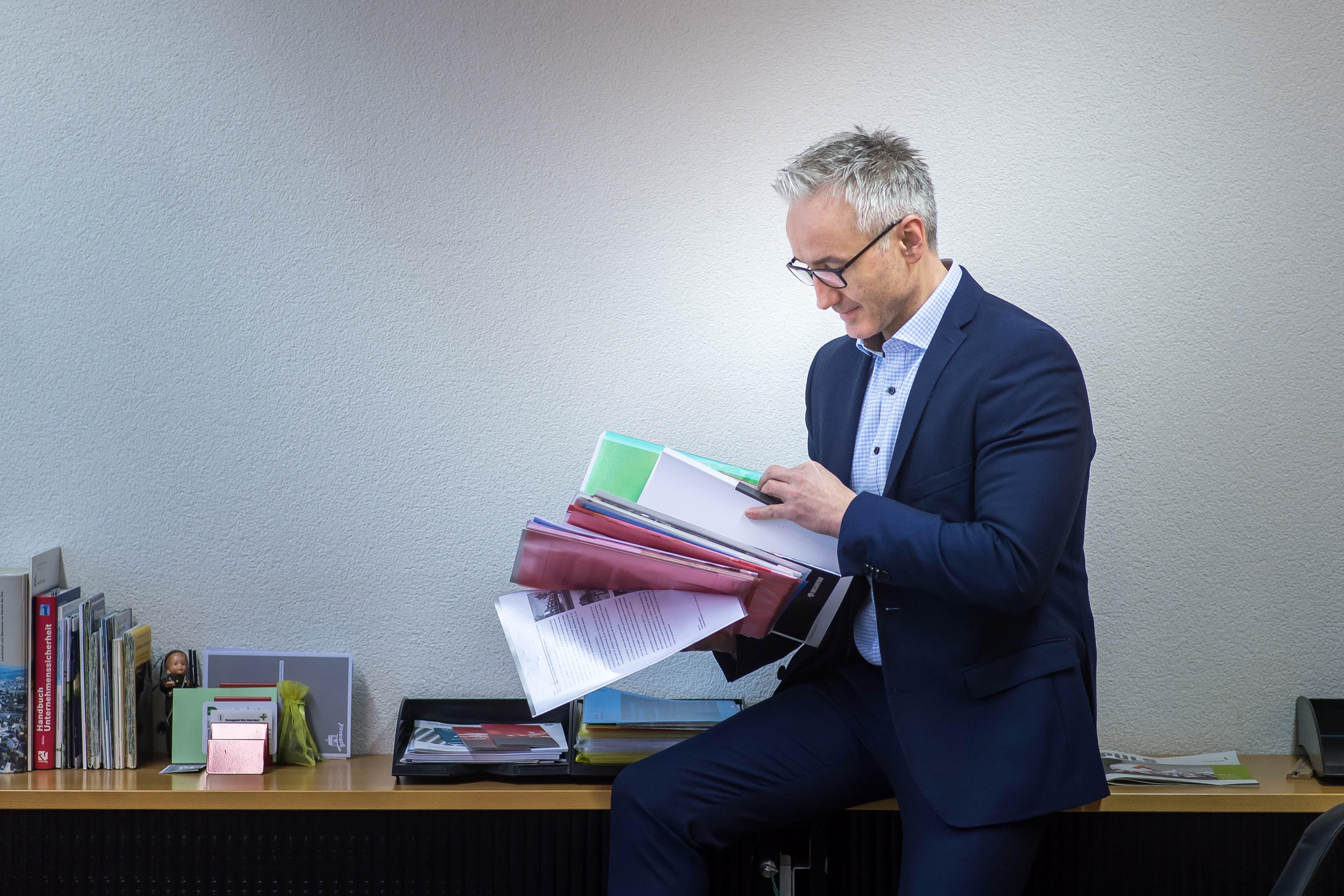 1. Februar Wittenbachs neuer Gemeindepräsident Oliver Gröble hat seinen ersten Arbeitstag.