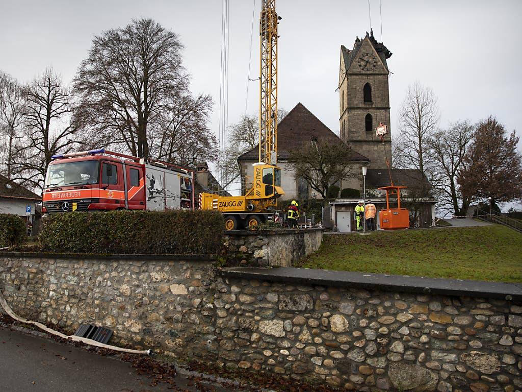 Die abgebrannte Spitze des Kirchturms von Herzogenbuchsee am Weihnachtstag.