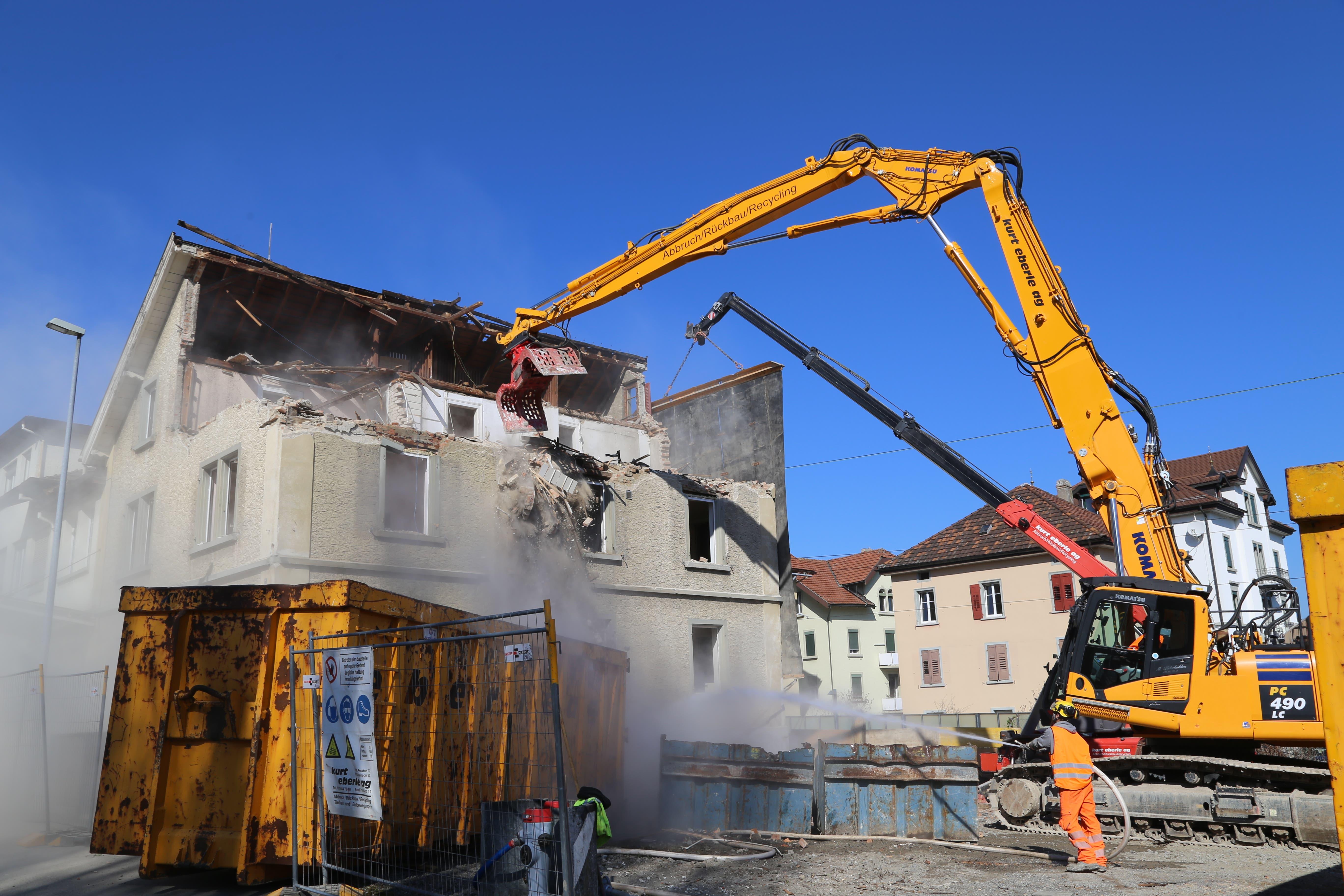 März: Dem Doppelspur-Ausbau und der Umgestaltung des Rorschacher Stadtbahnhofs fallen mehrere Häuser zum Opfer.