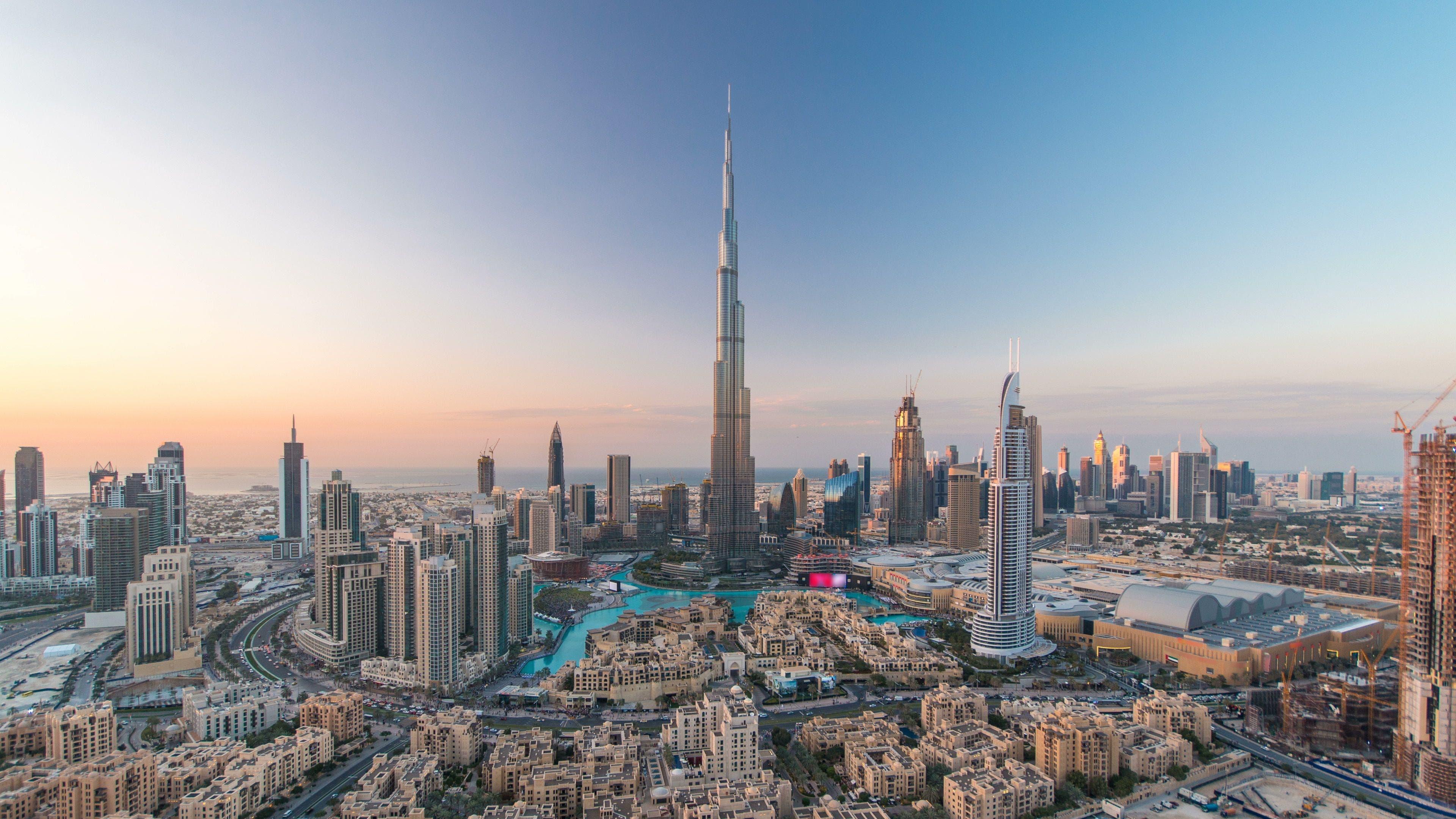 In einer ganz anderen Liga: Der Burj-Khalifa-Turm in Dubai ist ganze 828 Meter hoch.