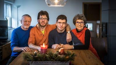 Otto, Florian, Simon und Rebekka Benz (von links) in ihrer Stube in Heerbrugg. (Michel Canonica)