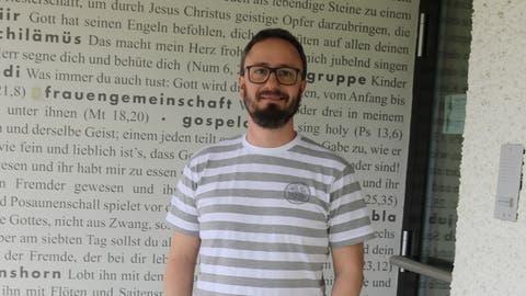 Andreas Piffner im Eingangsbereich zum Pfarreiheim. ((Bild: Markus Bösch))
