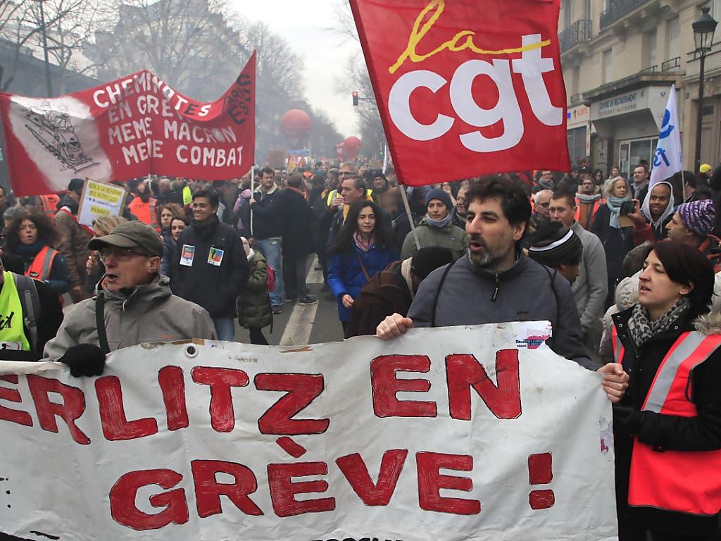 Demonstrationszug gegen die Rentenreform in Paris.