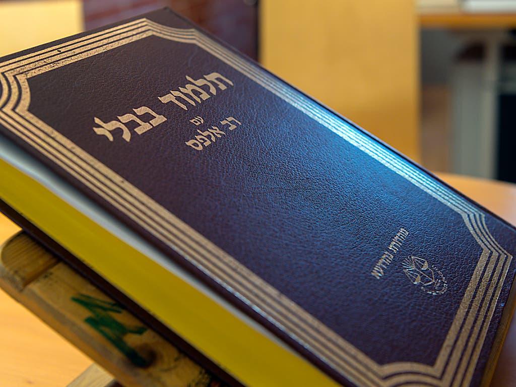 Ein Talmud - eines der bedeutendsten Schriftwerke des Judentums. Er zeigt auf, wie Regeln im Alltag von den Rabbinern verstanden und ausgelegt wurden.