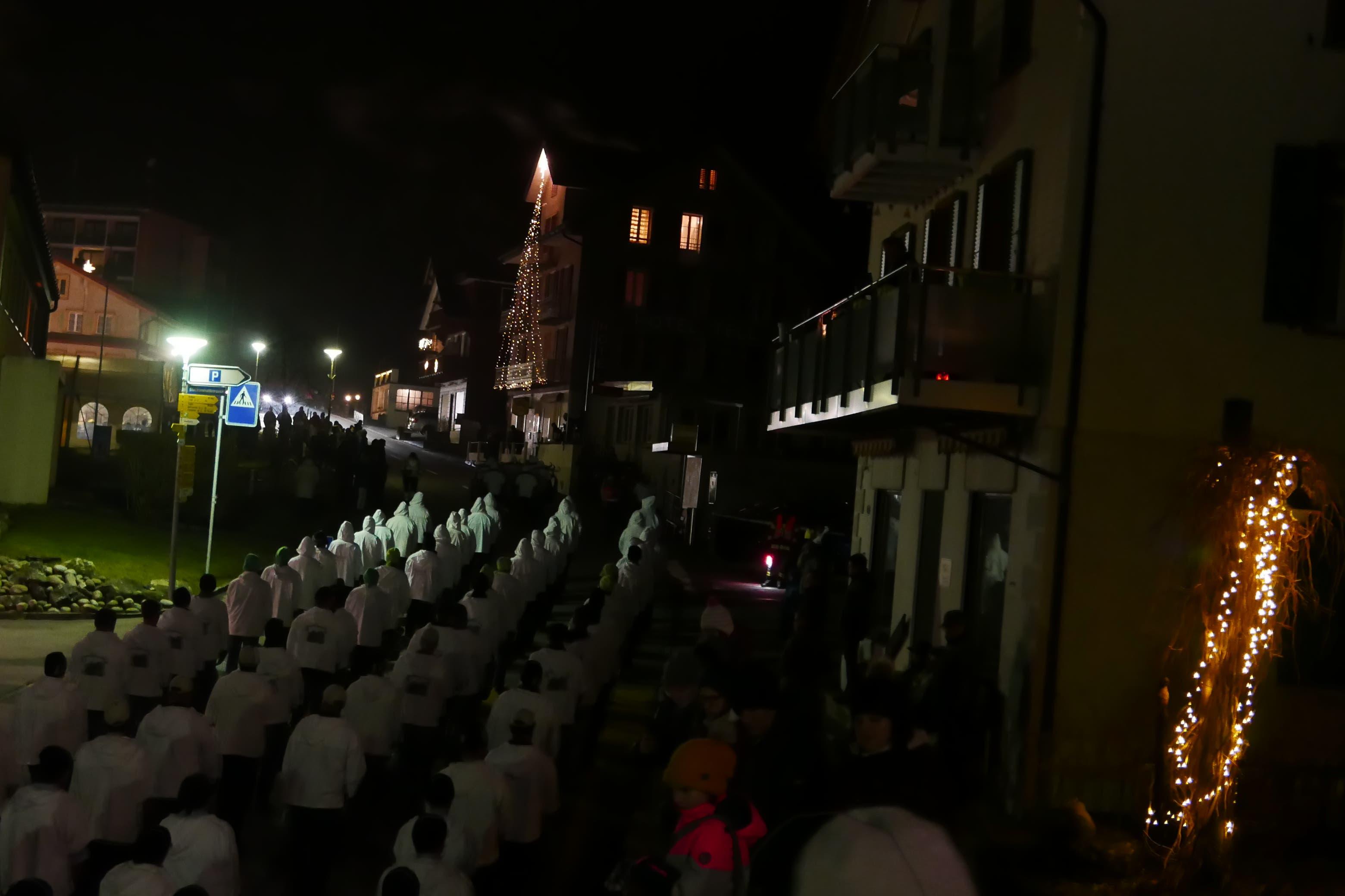 400 Mitwirkende zogen durchs Dorf von Seelisberg.