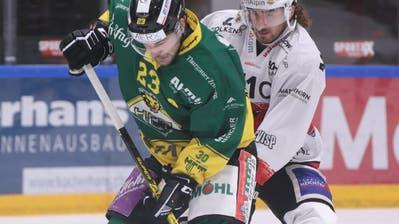 Adam Rundqvist(Mitte, im Heimspiel gegen Visp) trug mit drei Treffern entscheidend zum Erfolg gegen die EVZ Academy bei. (Mario Gaccioli (Weinfelden, 6. Oktober 2019))